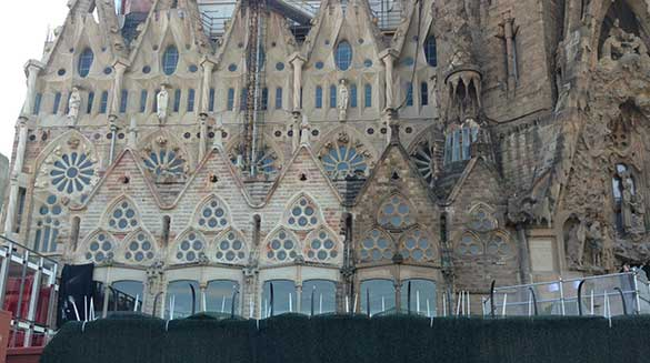 sagrada familia old and new construction